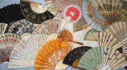 640px-Pontes_Collection_hand_fans